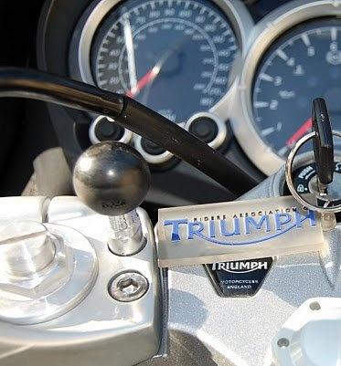 RAM koule na řídítka motocyklu