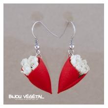 Živé šperky - Náušnice Tulipán červené s bílými minirůžičkami