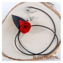 Živé šperky - Náhrdelník Tulipán černý s trvalou rudou růží